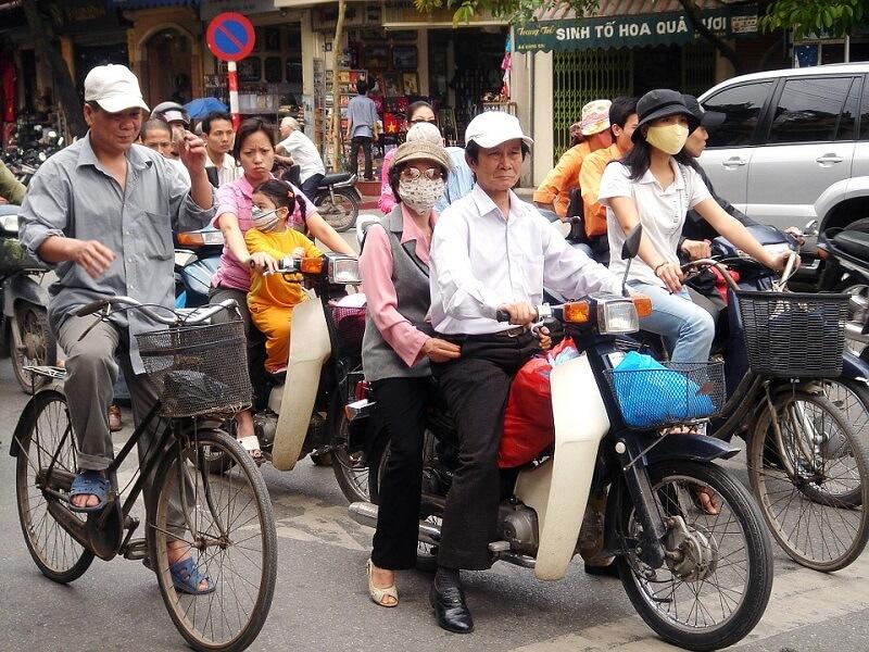 Motocicleta Scooter como transporte en Vietnam
